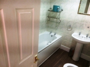 P4U18Holytown-Bathroom