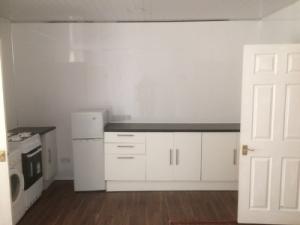P4U18Holytown-Kitchen1